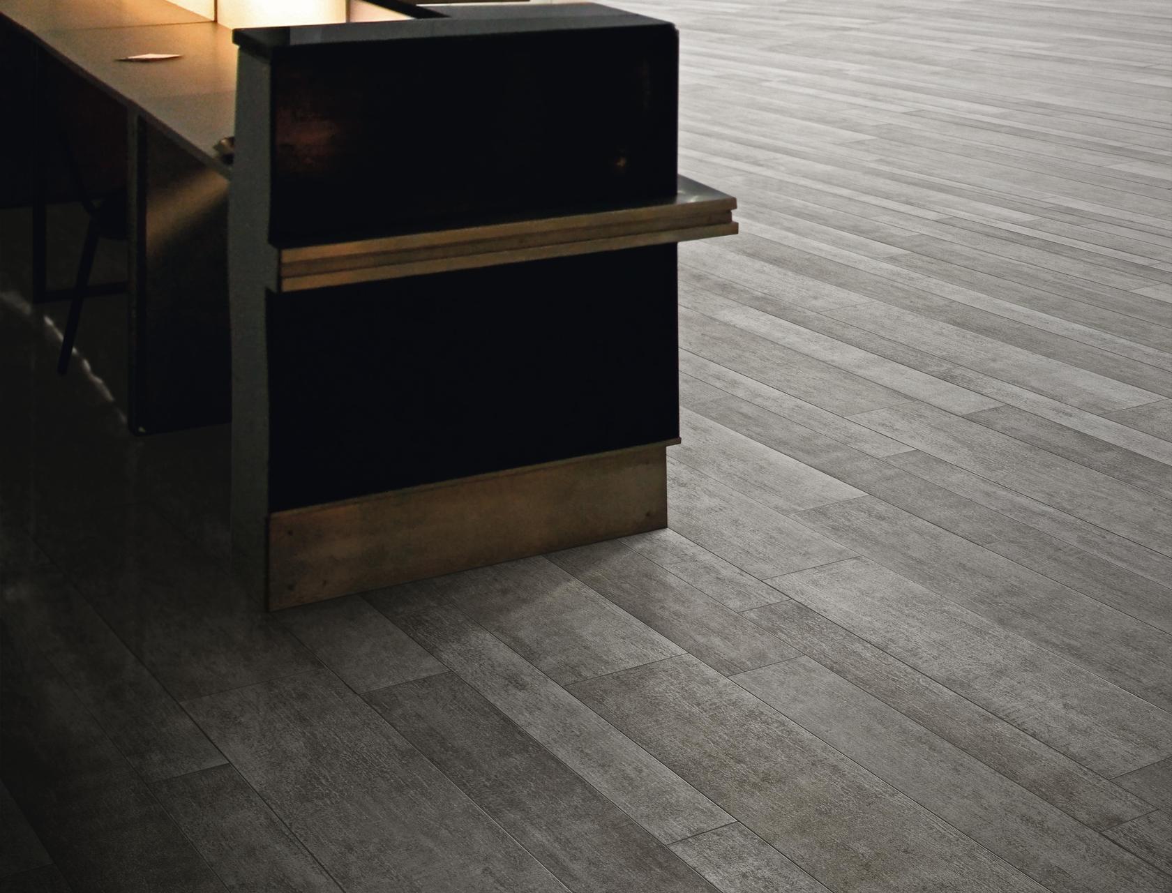 Piastrelle Effetto Legno Grigio : Pavimento per esterni effetto legno rovere grigio