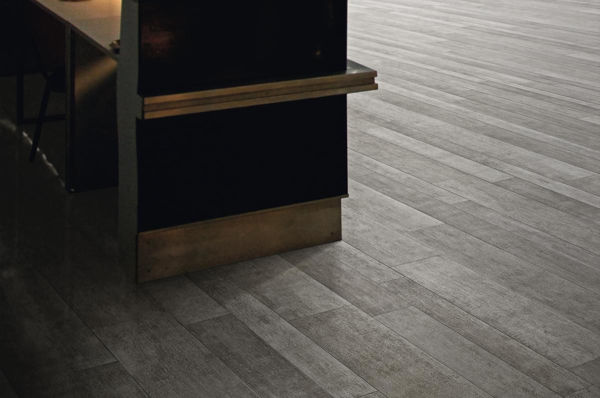 Pavimenti In Rovere Grigio : Pavimento per esterni effetto legno rovere grigio