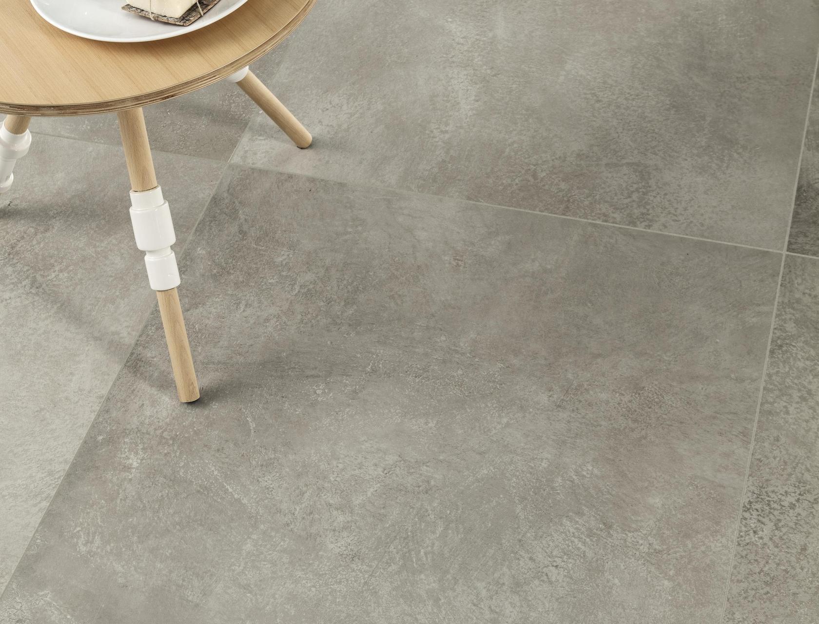Cm2 cenere piastrelle in grandi formati effetto pietra for Gres effetto cemento