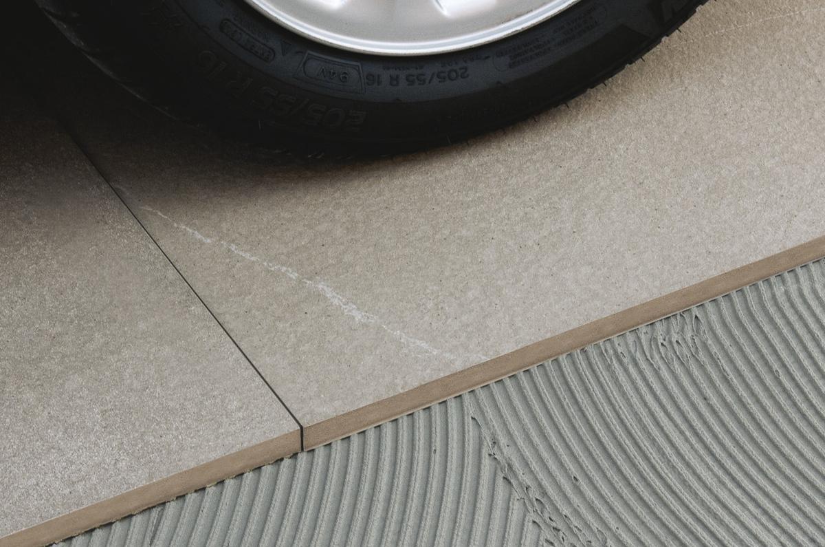 Pavimento per esterni in gres porcellanato effetto pietra di ragusa