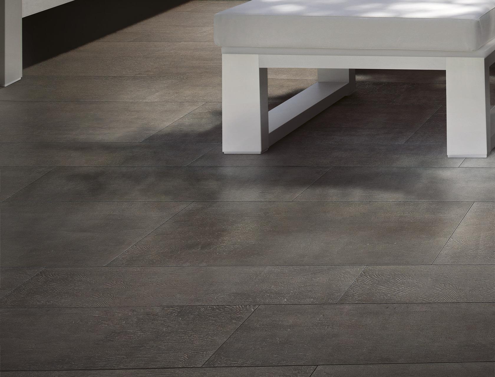 Gres porcellanato effetto legno scuro per interni  Rovere Abbazia