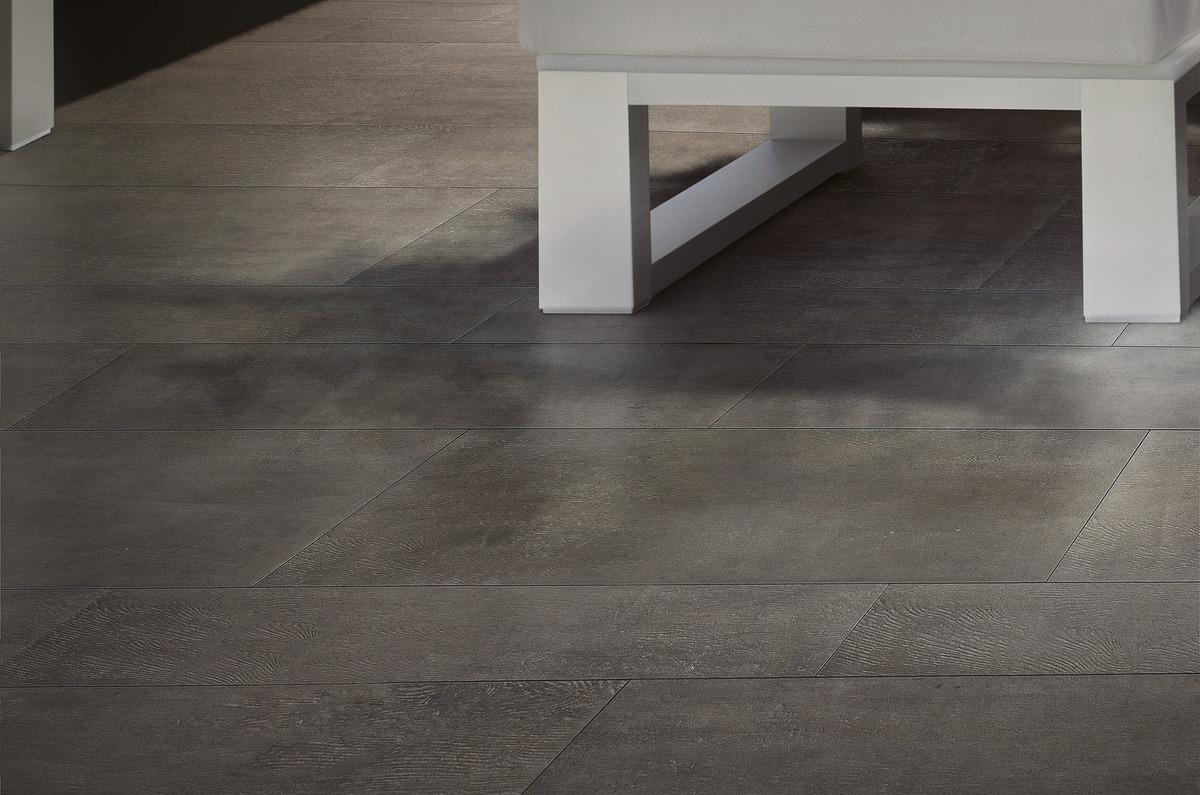 Gres porcellanato effetto legno scuro per interni | Rovere ...