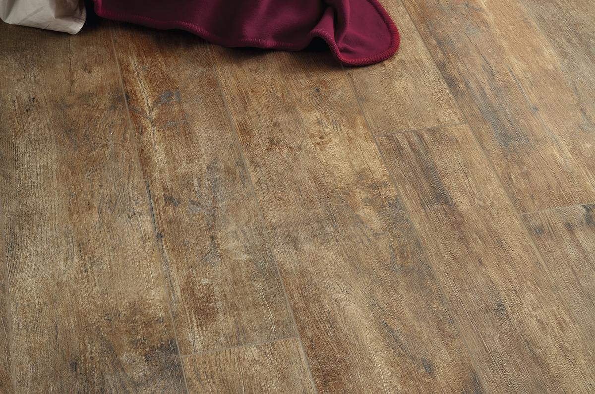 Piastrelle in gres effetto legno in gres porcellanato - Piastrelle di gres ...