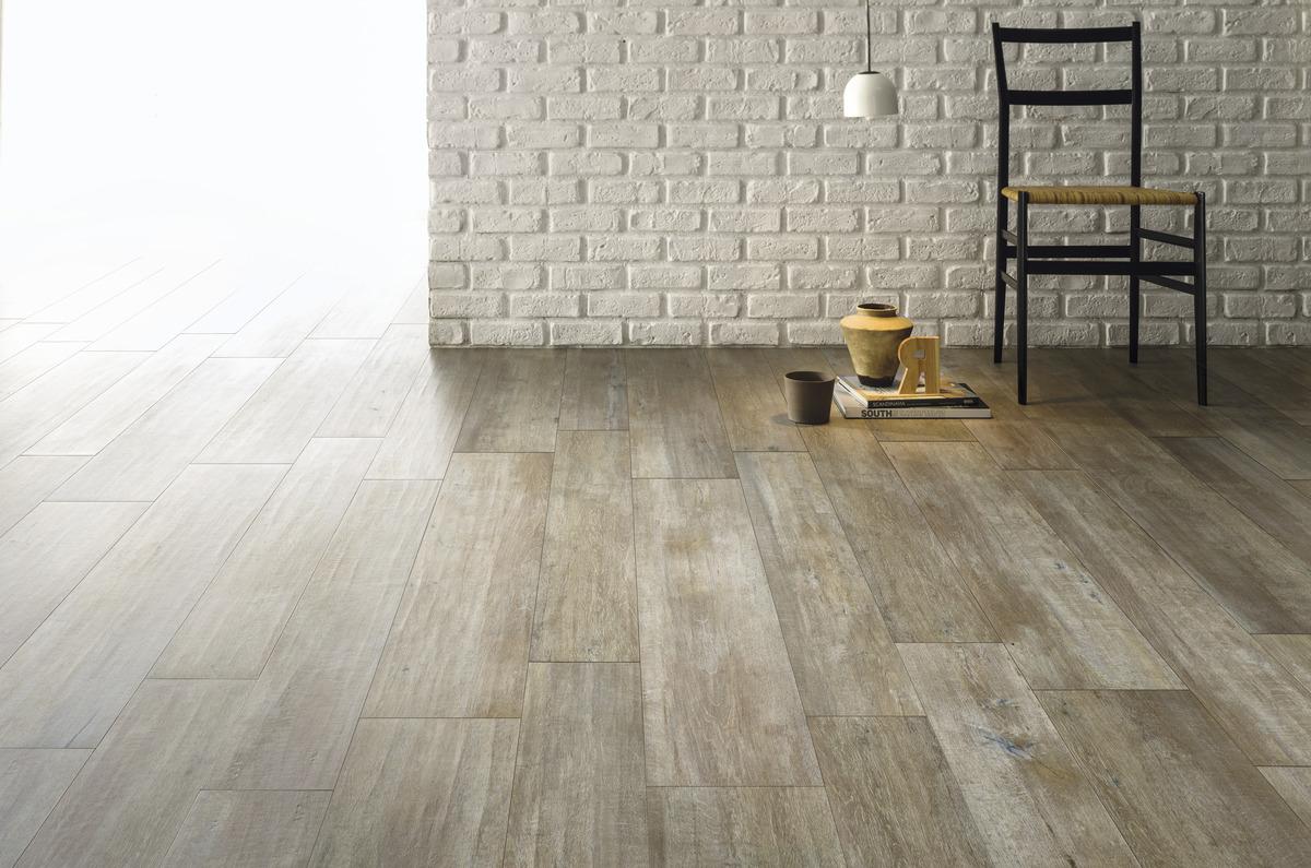 Pavimento effetto legno grigio chiaro in gres rovere for Leroy merlin pavimenti gres effetto legno