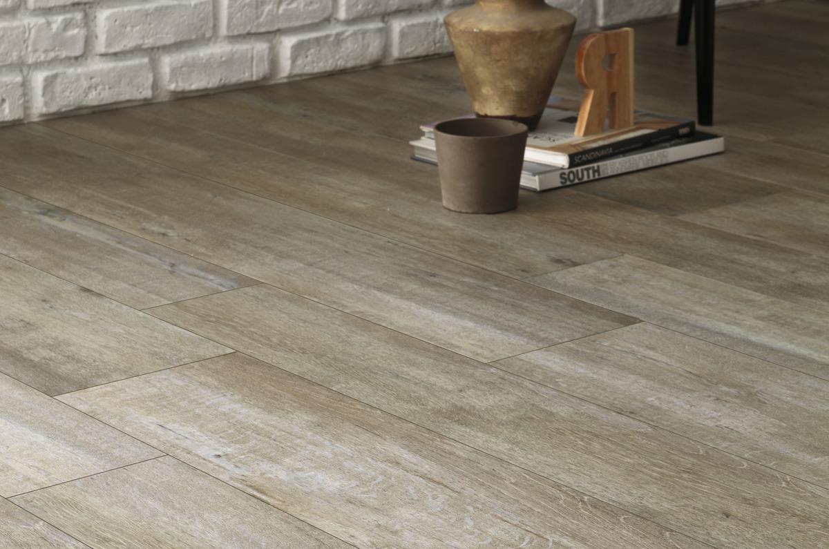 Pavimenti In Rovere Grigio : Pavimento effetto legno grigio chiaro in gres rovere provenzale