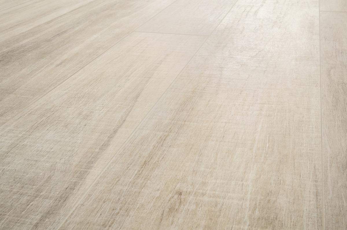 Piastrelle Effetto Legno Grigio : Gres effetto legno chiaro per pavimenti rivestimenti rovere sabbia