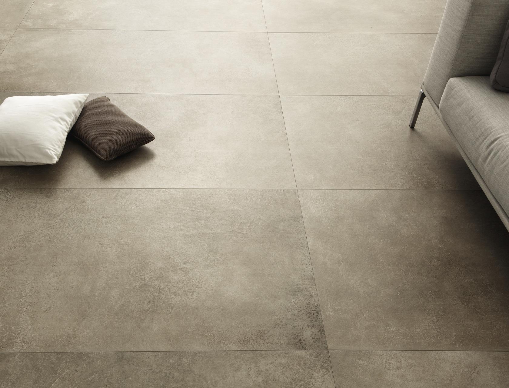 Fango piastrelle in grandi formati effetto pietra for Gres effetto cemento