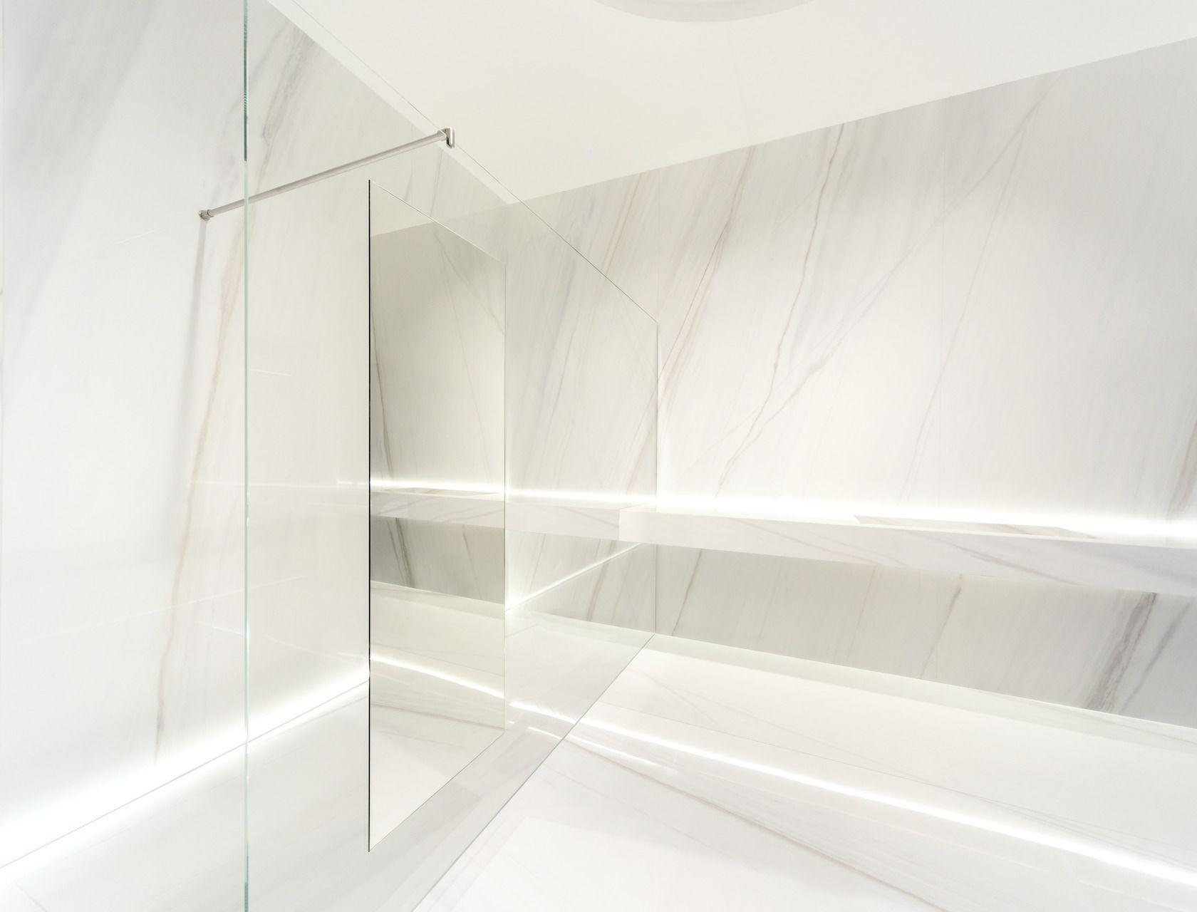 Grandi Lastre in gres porcellanato effetto marmo, Bianco covelano ...