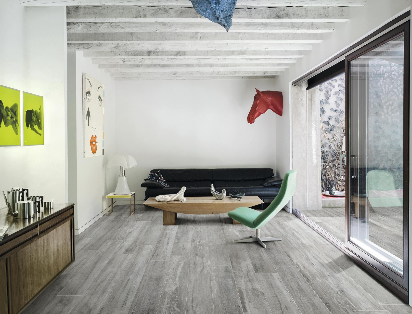 Woodraw ash piastrelle in grandi formati effetto legno for Gres porcellanato effetto legno grigio