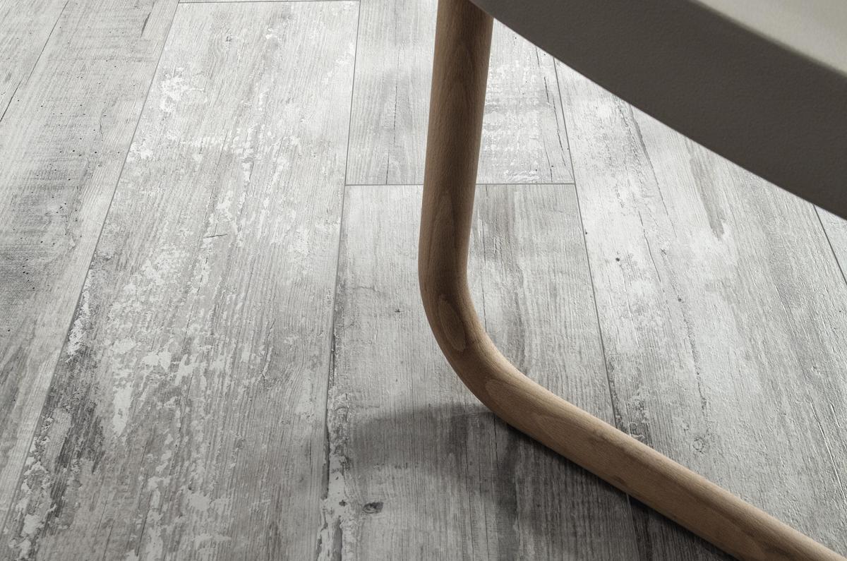 Woodraw ash piastrelle in grandi formati effetto legno