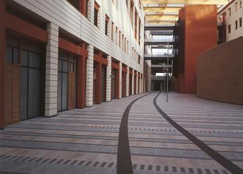Ospedali e cliniche pavimenti realizzati con materiale ariostea