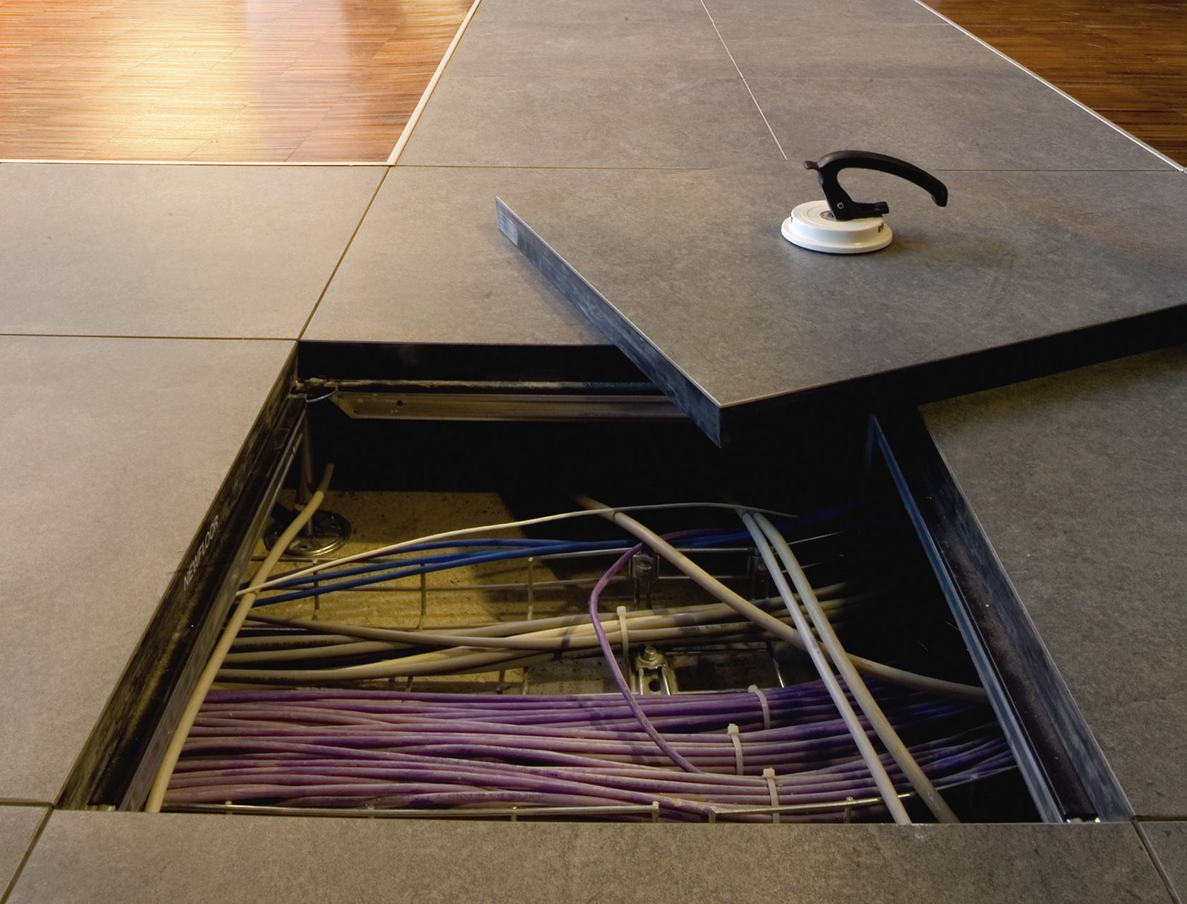 Pavimenti sopraelevati galleggianti pavimento libero da cavi